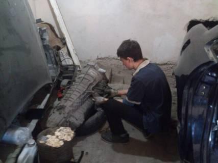Студент Федорчак О.М. розбирає кулісу КЗШ.
