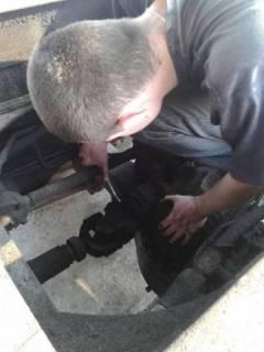 ФОП «Фостяк О.Я» Шріба Володимир здійснює закріплення кардана на автомобілі КАМАЗ 55102.